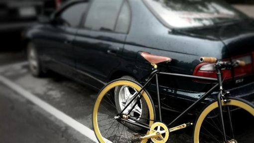 停車 腳踏車https://www.flickr.com/photos/baga/5715454763/in/photolist-8dcSsy-8yYeU1-E7crHH-nW4i1r-9r7S2u-5ctUiE-6k4REh-9Bgthp-dBktfd-9H4czv
