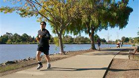 慢跑、跑步-flickr-Don DeBold-https://www.flickr.com/photos/ddebold/8263372098/