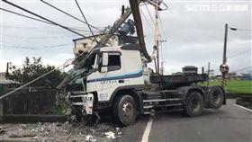 小客車拖板車對撞 宜蘭員山百戶停電