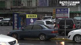 嘟嘟房遭台北市議員李新踢爆,在北市有43處,未取得營業登記許可,等同違法經營。
