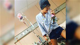 抗癌,正妹,施柏薇,K歌,點滴架,淋巴癌,病痛,去逝 圖/翻攝自施柏薇臉書 https://goo.gl/vAYTQM