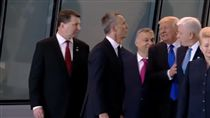 美國總統川普,蒙特內哥羅總理馬柯維奇(圖/翻攝自YouTube)
