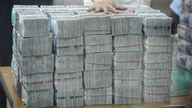 ▲凱基銀行錢太多壓垮樑柱,新北地院判拆金庫。