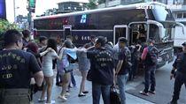 台北市毒品查緝中心前往新樹路的五星級摩鐵查緝,但業者曾主動通報轄區派出所,因此收進大筆人頭費卻又不必承擔責任(翻攝畫面)