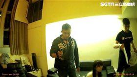 內湖文德所警員獲報民權東路六段巷內民宅有人開毒趴,專案小組隨即申請搜索票前往查緝,一舉逮獲四男兩女及大量毒品(翻攝畫面)