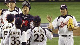 ▲藤川球兒(右)是日本國家隊2006、09年兩屆世界棒球經典賽(WBC)冠軍成員。(資料照/美聯社/達志影像)