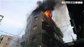 北市頂樓加蓋火警,火勢迅速控制。(圖/台北消防局提供)