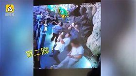 鐘乳石,溶洞,自然奇景,潛龍洞,遊客,景觀石,石筍,踹斷,破壞 (圖/翻攝自梨視頻)