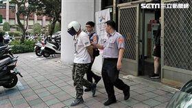 韓男努力工作送貨賺錢,不想請假引起老闆不悅,進而多次未參加輔導治療課程,最後遭到法院通緝,警方昨天策動他到案(翻攝畫面)