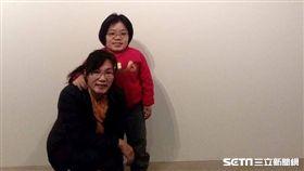 李子婕和妹妹李子筠同樣患有先天性隱性遺傳罕見疾病黏多醣症第四型,但仍樂觀面對生命。(圖/李子婕提供)