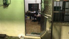 基隆市2日接連強降雨,造成多處積水,1名77歲鄭姓婦人疑似為收拾地下室物品,不慎滑倒溺斃,鄭婦的女兒和女婿下午6時多發現時,鄭婦臉部朝下,當時水深約150公分。/中央社