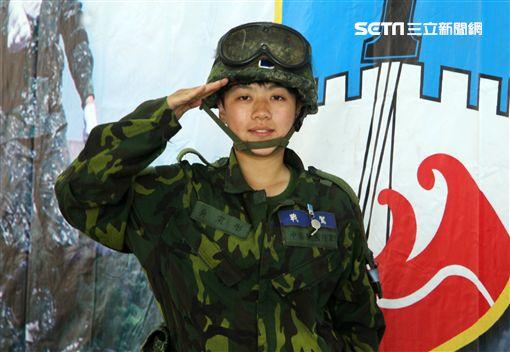陸軍M60A3戰車正妹駕駛吳寀彤,參與漢光33號演習。(記者邱榮吉/攝影)