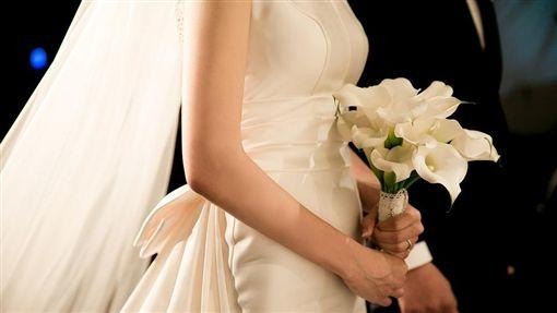 新娘「一天嫁3次」?他喝喜酒見這幕傻了…網笑翻:好性福