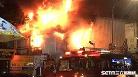 北市中山區民權東路修車廠火警燒到佛堂(圖/翻攝畫面)