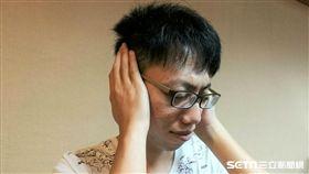 24歲的詹先生長期耳鳴、右眼不適,忍了13年後終於受不了,到院檢查竟是「動靜脈瘻管」所致。(圖/記者楊晴雯攝)