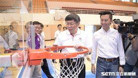 柯文哲赴新竹驗收世大運足球、籃球場館 北市府提供