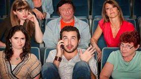 電影院地雷行為揭曉,網友最討厭的第一名是?(Images Source: salutemag 、 clickme)