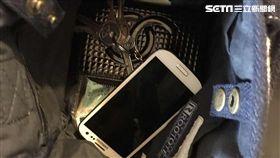三兄弟只為好玩,搶劫72歲婦人,僅得手手機以及鑰匙。(示意圖/蘇怡璇攝影)