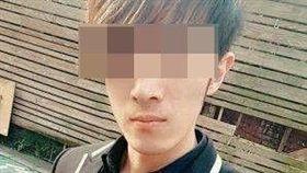 陳男長相斯文清秀,高大挺拔,在網路自稱「柬埔寨周湯豪」。(圖/翻攝畫面)