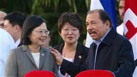 蔡英文出訪尼加拉瓜,與尼加拉瓜總統奧蒂嘉(Daniel Ortega)寒暄(圖/中央社)