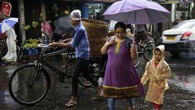 孟加拉,雨季,下雨,天氣,氣象 圖/美聯社/達志影像