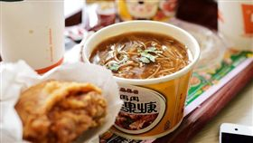 丹丹漢堡、炸雞、麵線羹/flickr-Sinchen.Lin(https://flic.kr/p/LVsqnw)