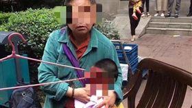 中國大陸重慶,男童遭衣架砸傷(圖/翻攝自微博)