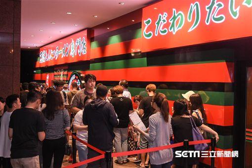 一蘭拉麵,排隊美食,一窩蜂,台灣人愛排隊,朝聖 圖/記者林敬旻攝