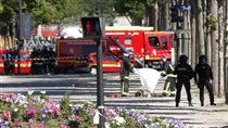 法國,巴黎,警車,攻擊,香榭麗舍大街,汽車 圖/美聯社/達志影像