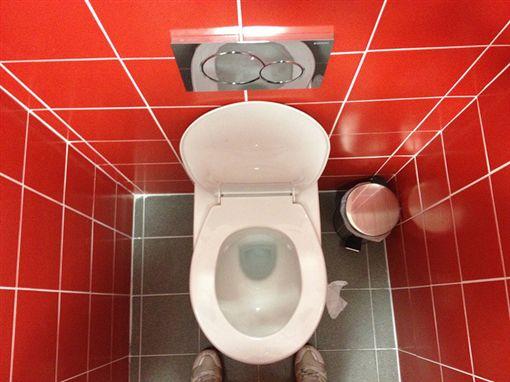 -馬桶-廁所-▲圖/攝影者dirtyboxface, flickr CC License-https://www.flickr.com/photos/dirtyboxface/8791385977