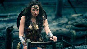 蓋兒演出《神力女超人》,其實五個月的女兒仍在肚子裡。(圖/華納兄弟提供)