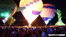 桃園熱氣球嘉年華,夜間光雕噴火秀,石門水庫。(圖/桃園市觀旅局提供)