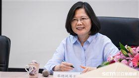 總統蔡英文視察台南市美術館當代館 圖/記者林敬旻攝