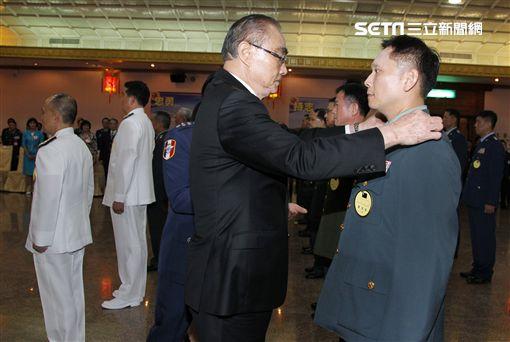中華民國106年下半年陸、海、空軍將官晉任布達暨授階典禮。(記者邱榮吉/攝影)
