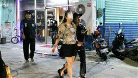 屏東縣內埔警分局及婦幼警察隊破獲小吃部涉嫌兒少性剝削。(圖/內埔警分局提供/中央社)