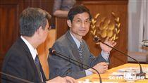 政務委員林萬億針對年金改革發表談話 圖/記者林敬旻攝