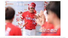 ▲KIA虎強打崔炯宇開轟灌進5分打點。(圖/截自韓國媒體)