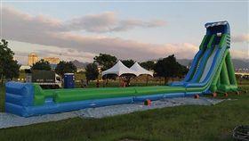 滑水道,台北河岸童樂會。(圖/翻攝自2017台北河岸童樂會官網)