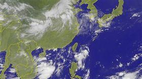 ▲熱帶性低氣壓條件不佳,發展成颱風機率低。(圖/翻攝自中央氣象局www.cwb.gov.tw)