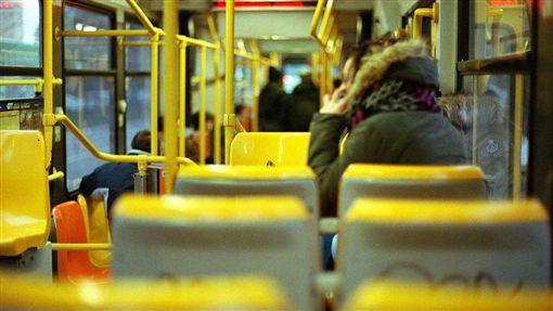 搭公車,通勤,博愛座(圖/攝影者MaxDeVa, Flickr CC License)https://goo.gl/D5BDHr