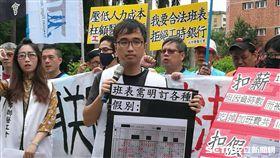 北市聯醫工會今(7)天抗議台北市聯合醫院以負時數侵害勞工權益。(圖/記者楊晴雯攝)