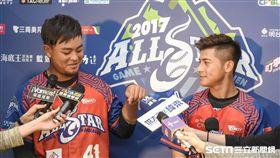 中華職棒明星對抗賽,明星紅隊王躍霖、陳傑憲受訪 圖/記者林敬旻攝