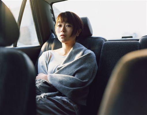 宇多田光付出後一口氣推出多首新曲,讓歌迷直呼:「不習慣」。(圖/索尼提供)