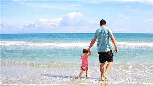 家庭,父女,小孩,爸爸,父親 圖/Pixabay