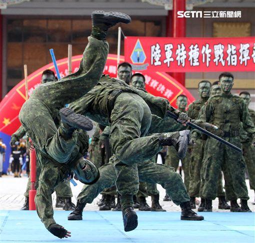 陸軍特戰健兒個個身懷絕技面對敵人殺無赦。(記者邱榮吉/攝影)