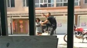 黑龍江富錦一名媳婦罵婆婆 被老公暴打/梨視頻
