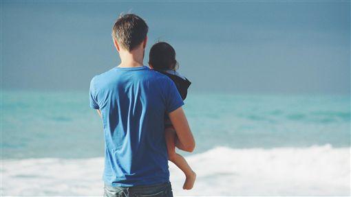 父女、爸爸/pixabay