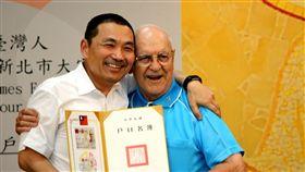 比台灣人還愛台灣!83歲奧地利神父「谷寒松」獲頒身分證 中央社