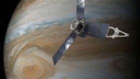 ▲NASA太空船朱諾號(Juno)10日晚間飛越木星「大紅斑」。(圖/路透社/達志影像