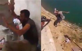 伊拉克軍人虐殺IS戰俘。(圖/翻攝自Mosuleye Twitter)